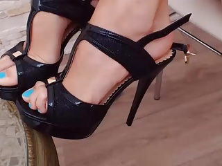 Black heels and blue toes