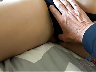 Barefoot Izzy Bell gets you hard and makes you cum