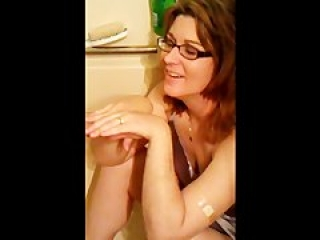 Sexy funny girl  2 guys piss again