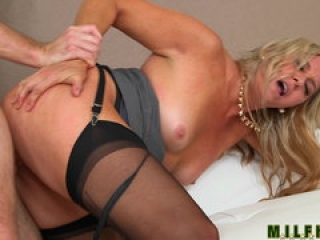 Milf Hunter – Sexy mommy cant just watch