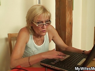 My girlfriends old mom is so horny!