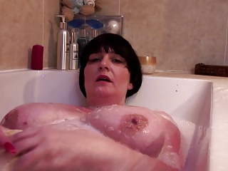 Fat mature mom bating in bath
