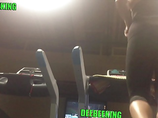 Candid Major Sweaty Pawg Ass Clapping On Treadmill