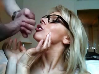 Hot amateur MILF getting a huge facial