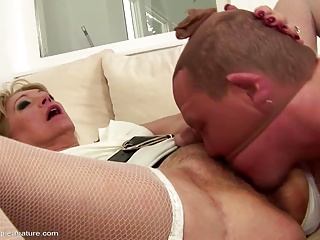 Old sexbomb mom get her old vagina cum filled